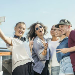 Social sharing when traveling