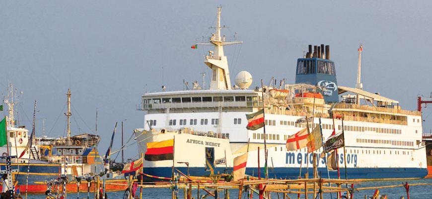 Stena Line CEO Niclas Mårtensson visits Mercy Ships in Benin